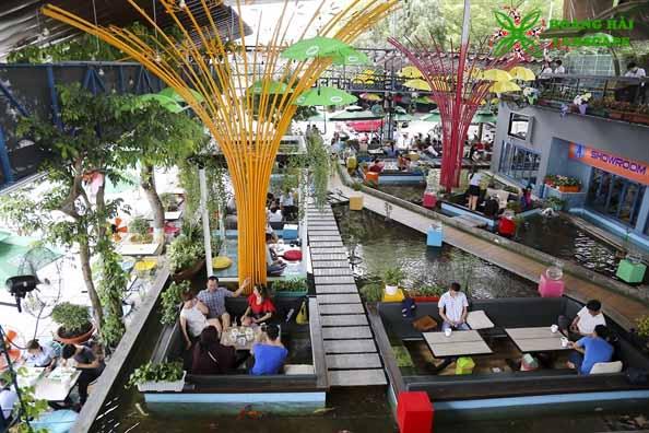 Hồ cá koi quán cafe 2
