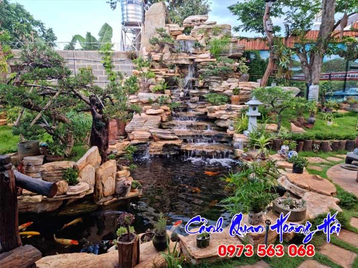 Hồ koi thác nước