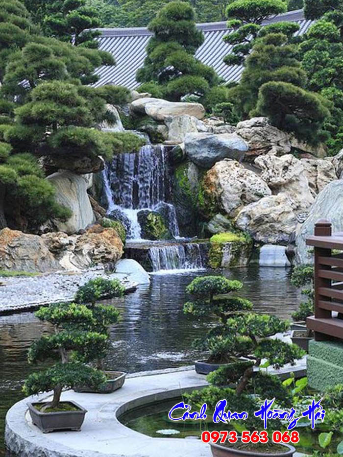 Thác nước hồ cá koi sân vườn Nhật Bản