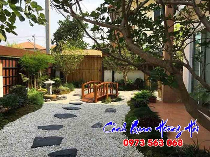 Sân vườn Nhật Bản trang trí nền bằng sỏi đá