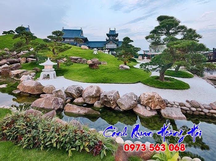 Sân vườn hồ cá biệt thự