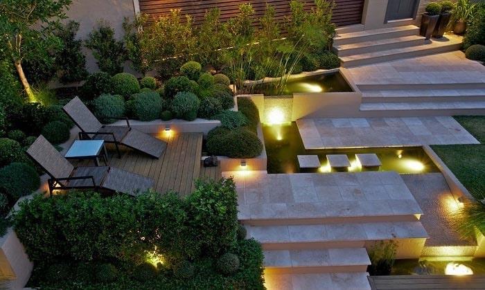 Đèn rọi ray cho sân vườn
